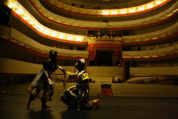 На сцене Александринского театра: костюм Монты (Н. Шехурдина), костюм Китайца (М. Головина)